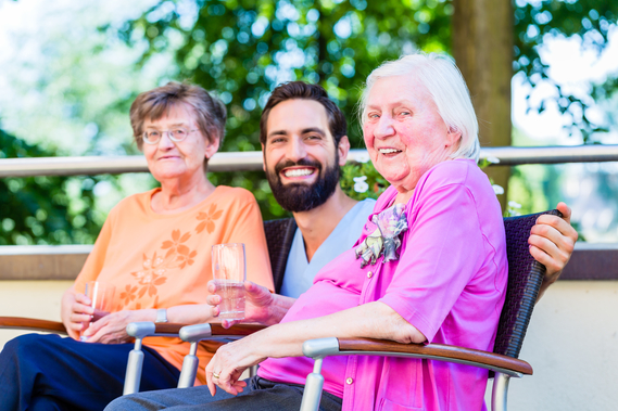 6-tips-to-keep-seniors-safe-from-dehydration